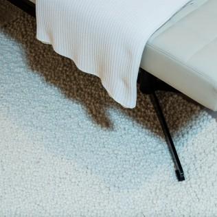 Maßgefertigter, dicker Noppenteppich aus reiner Schurwolle, handgewebt in Österreich in der Farbe Wollweiß