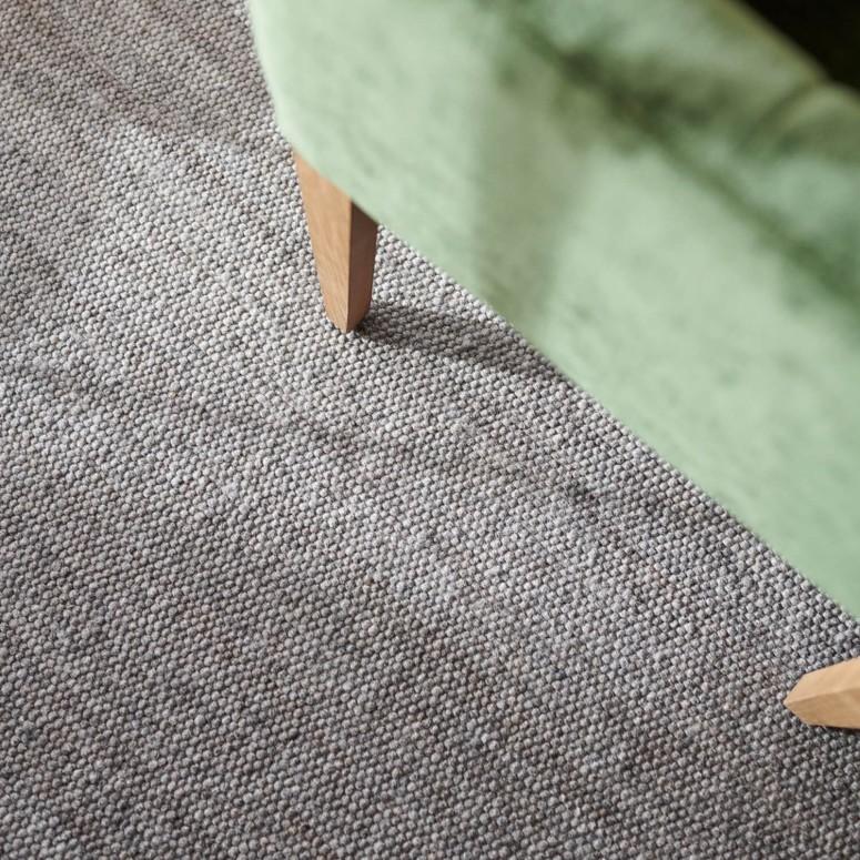Strapazierfähiger handgewebter Schurwollteppich Gröden in der Farbe grau